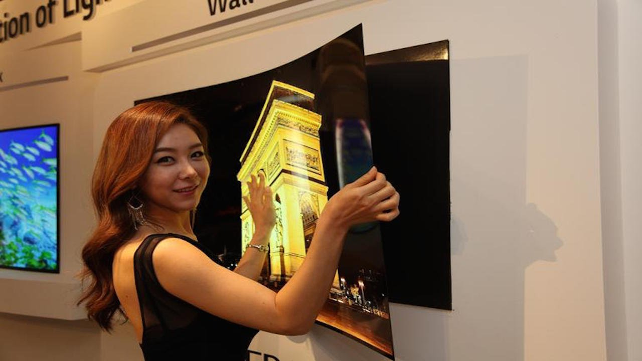 "Impressions of LG's Super-Thin 4K OLED ""Wallpaper"" TV – CES 2017"